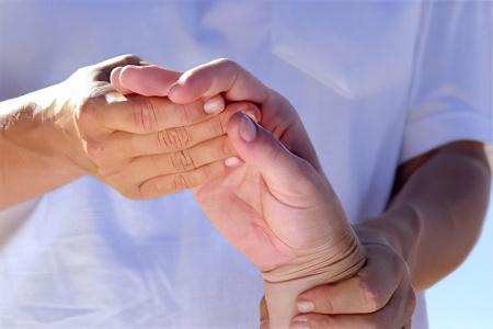Как лечить судороги в руках и пальцах