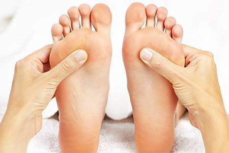 Опухли суставы пальцев ног как лечить кожа над суставом горячая