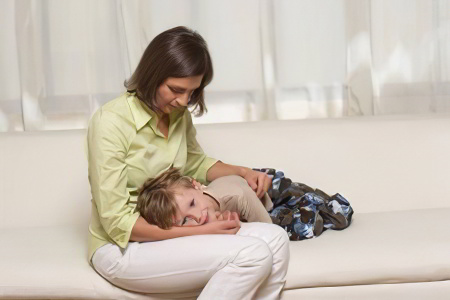 Понос без температуры у ребенка: причины и лечение