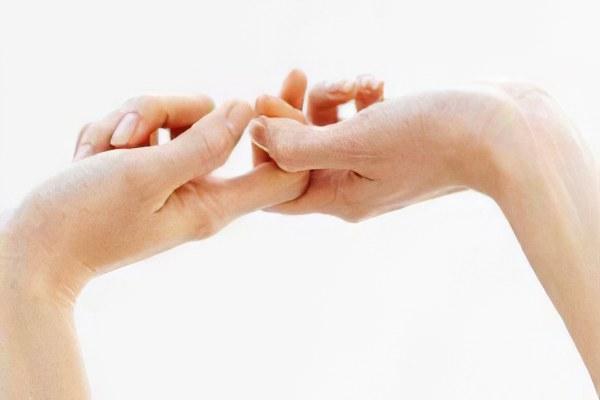 Боль суставов рук ревмо артрит отечность коленного сустава
