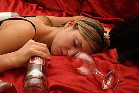 Женский алкоголизм – симптомы и последствия женского алкоголизма, как вылечить?
