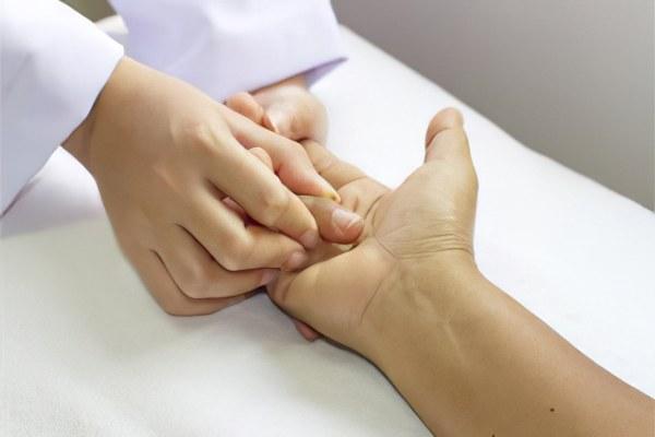 Перелом кости руки – симптомы, как разработать руку
