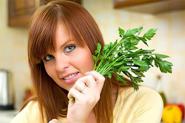 Петрушка заварить в кипятке полезные свойства мочегонное растение