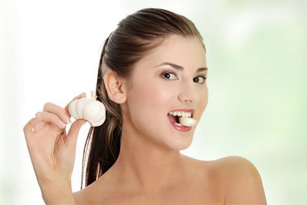 Как перебить запах чеснока изо рта быстро