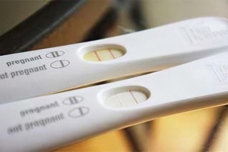 Слабая (бледная) вторая полоска на тесте на беременность – что это значит?